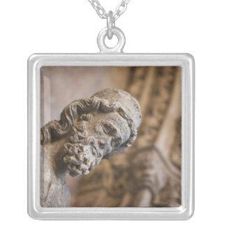Collier Détail de statue de Zacarias de patriarche de