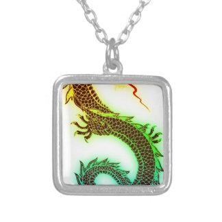 Collier Dragon d'arc-en-ciel