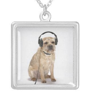 Collier Écouteurs de port de petit chien