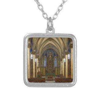 Collier Église catholique de St Peter Painterly