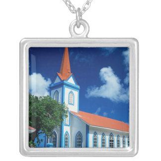 Collier Église colorée sur l'île de Tahaa dans