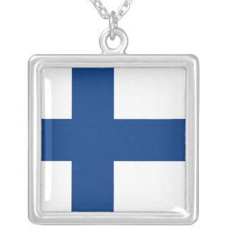 Collier élégant avec le drapeau de la Finlande