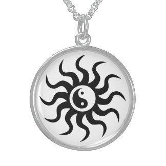 Collier En Argent Symbole de Yin-Yang/noir et blanc aztèques