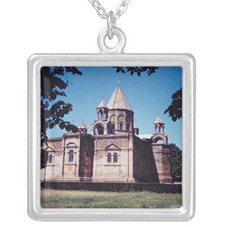 Collier Extérieur de cathédrale Etchmiadzin