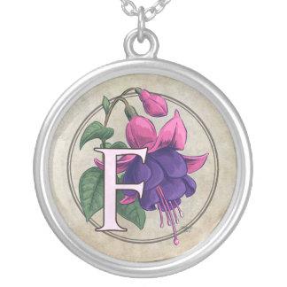 Collier F pour le monogramme fuchsia de fleur
