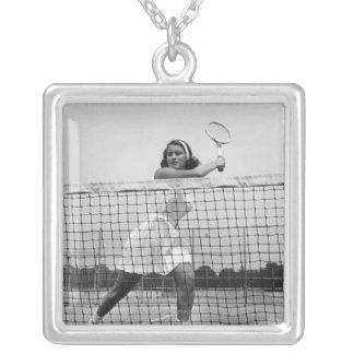Collier Femme jouant au tennis