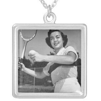 Collier Femme jouant au tennis 3