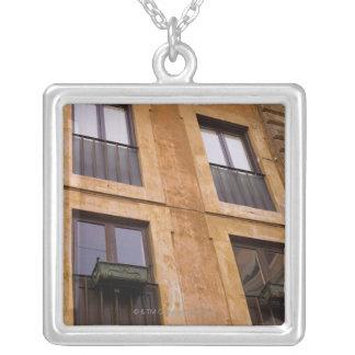 Collier Fenêtres d'appartement, Rome, Italie
