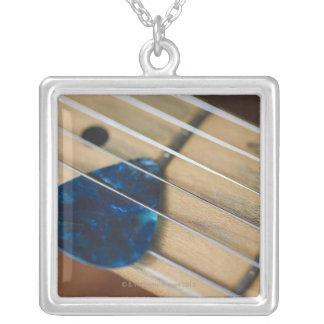 Collier Ficelles de guitare électrique