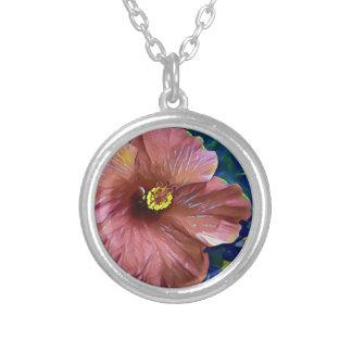 Collier Fleur artistique de ketmie de rose poussiéreux
