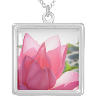 Collier Fleur de Lotus [speciosum de Nelumbo] entièrement.