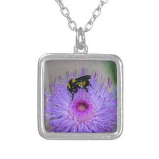 Collier Fleurs sauvages de pollination d'abeille