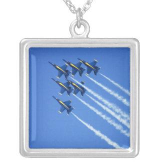 Collier Flyby d'anges bleus pendant la semaine 2 de 2006