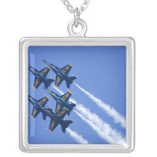 Collier Flyby d'anges bleus pendant la semaine de 2006