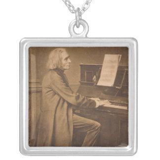 Collier Franz Liszt au piano