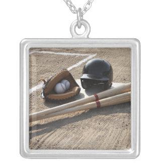 Collier Gant de base-ball