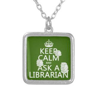 Collier Gardez le calme et demandez à un bibliothécaire