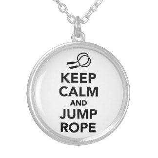 Collier Gardez le calme et la corde de saut