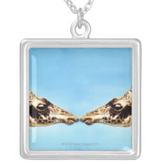 Collier Girafes touchant des nez