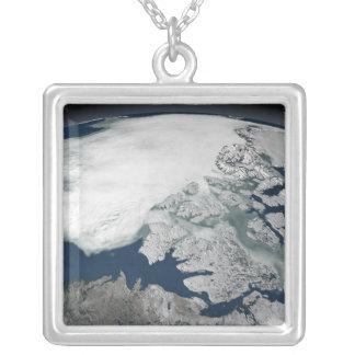 Collier Glace de mer arctique au-dessus de l'Amérique du