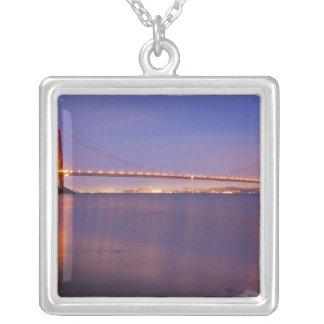 Collier Golden gate bridge au crépuscule de la crique de