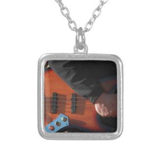 Collier Guitare basse