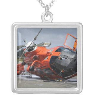 Collier Hélicoptère du dauphin MH-65 écrasé chez Arcata