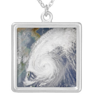 Collier Image satellite d'un ouragan