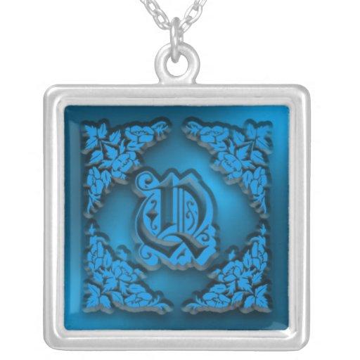 Collier initial bleu de fantaisie de la lettre Q