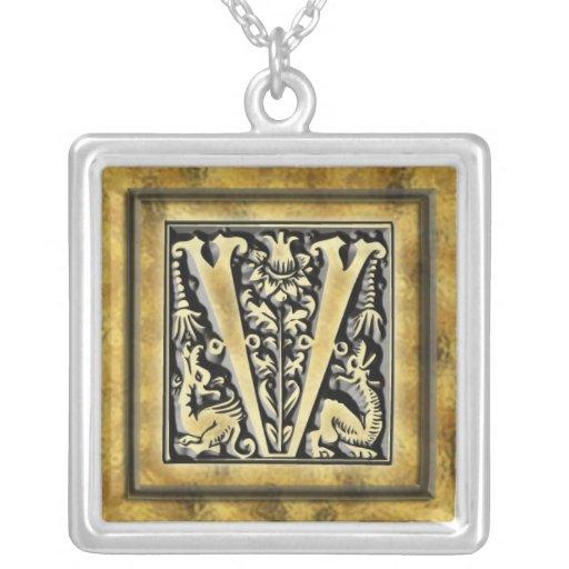 Collier initial d'argent de style de V Goth