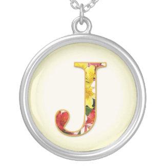 Collier initial de fleur de J