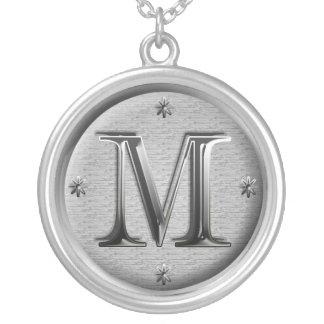 collier initial de M