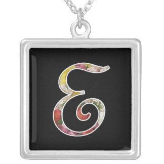 Collier initial de monogramme d'E
