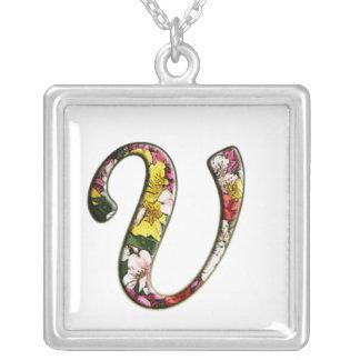 Collier initial de monogramme de V