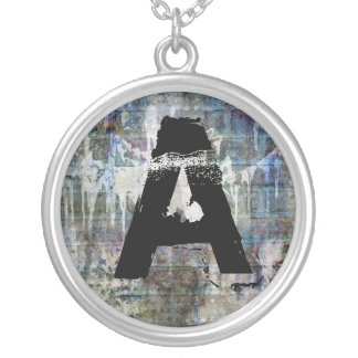 collier initial masculin de l'adolescence