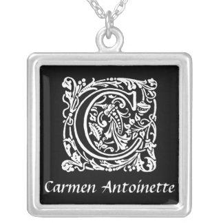 Collier Initiale noire et blanche de monogramme de C