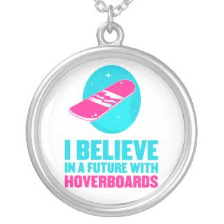 Collier Je crois en avenir avec des hoverboards