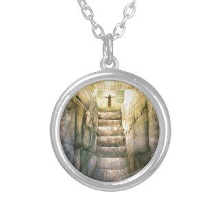 Collier Jésus à la résurrection vide de Pâques de tombe