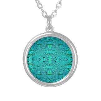 Collier Joli motif tribal bleu vert au néon