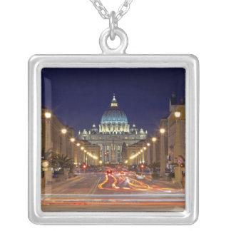 Collier La basilique de St Peter vers l'extrémité de la