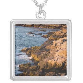 Collier La côte rocheuse de l'Au Haut d'île au Maine