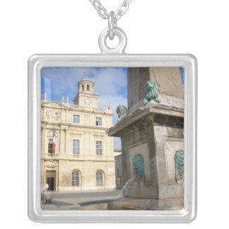 Collier La France, Arles, Provence, La de l'endroit De