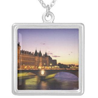 Collier La France, Paris, rivière la Seine et Conciergerie