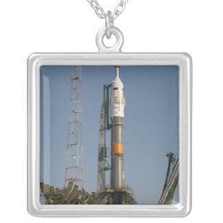 Collier La fusée de Soyuz peu de temps après l'arrivée