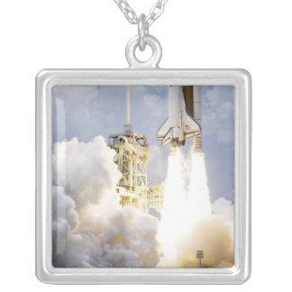 Collier La navette spatiale l'Atlantide enlève