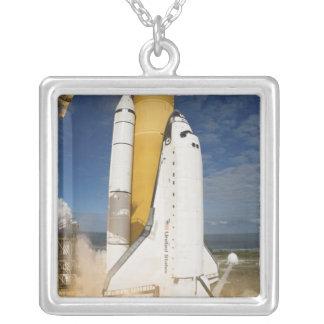 Collier La navette spatiale l'Atlantide enlève 12