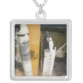 Collier La navette spatiale l'Atlantide enlève 17
