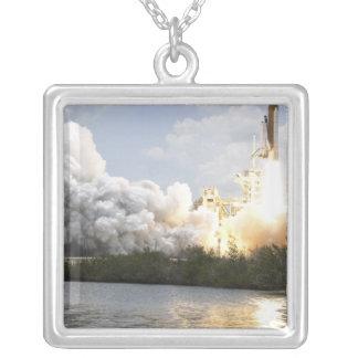 Collier La navette spatiale l'Atlantide enlève 22