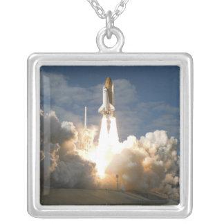 Collier La navette spatiale l'Atlantide enlève 24