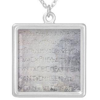 Collier La pierre hellénistique d'épigraphe, a trouvé dans